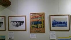 納涼台と呼ばれた海の家からの眺めをイメージしたお祭りのポスター。波が穏やかな東京湾、その向こうには富士山も描かれています。